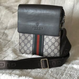 Crossbody men's or woman's authentic leather